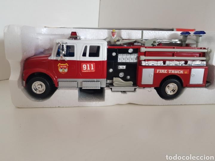 Radio Control: CAMION DE BOMBEROS CON LUCES, SONIDO Y MOVIMIENTO MEDIDAS 29X8CMS EL BOMBERO GIRA SUBE Y BAJA - Foto 3 - 113821148