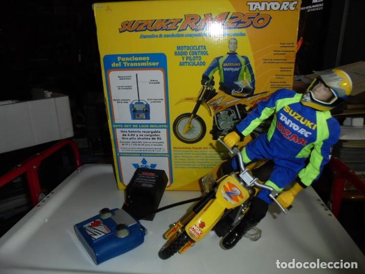 MOTOCICLETA RADIO CONTROL SUZUKI RM 250V.FUNCIONANDO EN SU CAJA.ESCALA 1:16 (Juguetes - Modelismo y Radiocontrol - Radiocontrol - Coches y Motos)