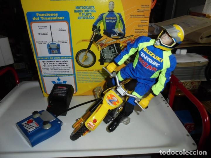 Radio Control: MOTOCICLETA RADIO CONTROL SUZUKI RM 250V.FUNCIONANDO EN SU CAJA.ESCALA 1:16 - Foto 3 - 168508884
