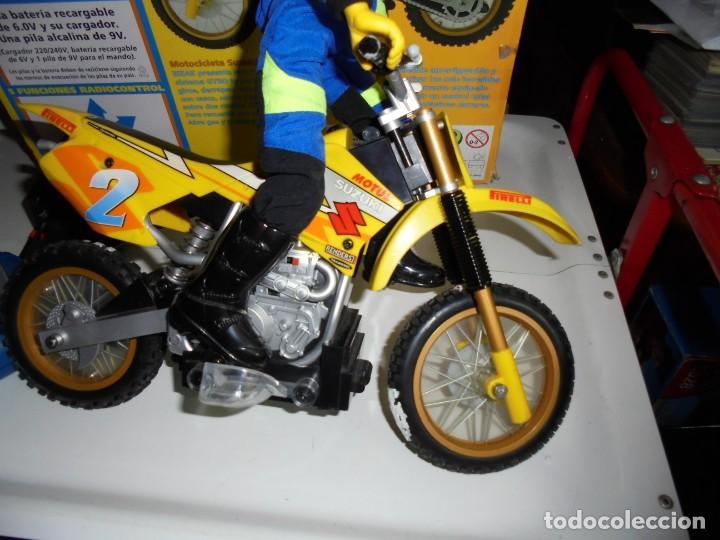 Radio Control: MOTOCICLETA RADIO CONTROL SUZUKI RM 250V.FUNCIONANDO EN SU CAJA.ESCALA 1:16 - Foto 9 - 168508884