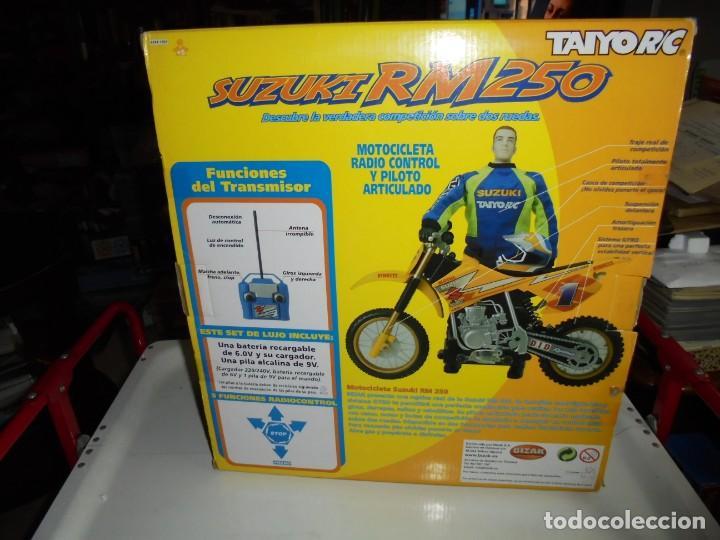 Radio Control: MOTOCICLETA RADIO CONTROL SUZUKI RM 250V.FUNCIONANDO EN SU CAJA.ESCALA 1:16 - Foto 19 - 168508884