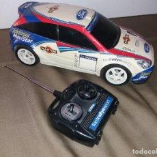 Rádio Controlo: FORD FOCUS RADIOCONTROL WRC 2002, TELEDIRIGIDO. LE FALTA LA ANTENA. FUNCIONA.. Lote 169454596
