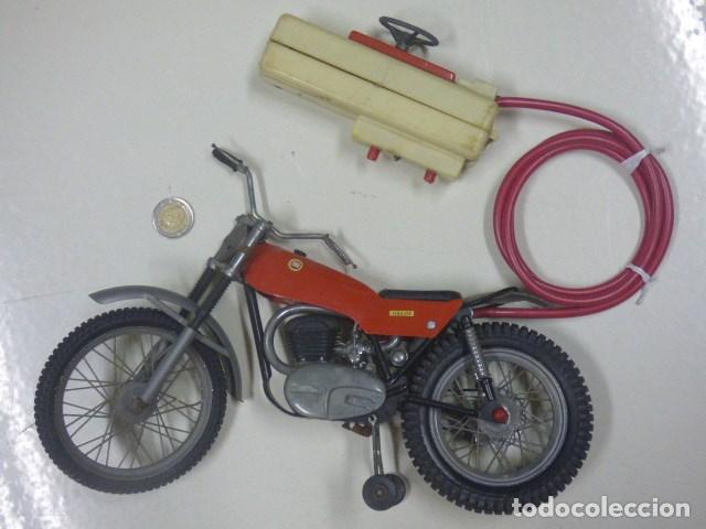 MOTO TELEDIRIDA CON CABLE AÑOS 70 (Juguetes - Modelismo y Radiocontrol - Radiocontrol - Coches y Motos)