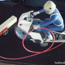Radio Control: JML MOTOCICLETA PAYA BMW R100RS ELECTRICA CON MANDO, MOTORISTA VER FOTOS RARA EN ESTE ESTADO. 1000C.. Lote 174490413