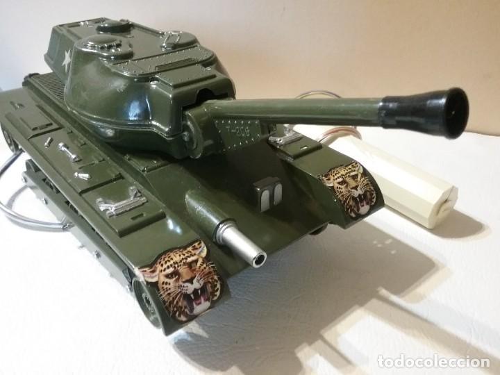Radio Control: Precioso y antiguo carro de combate tanque de RC años 70 funcionando a la perfeccion. - Foto 2 - 204128433