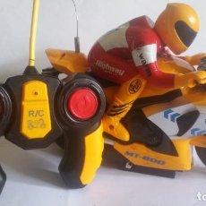 Radio Control: MOTO DE RADIO CONTROL / A PILAS / FUNCIONANDO /. Lote 241006145