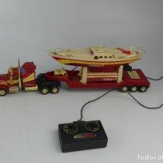 Radio Control: CAMION CON REMOLQUE Y LANCHA CHALLENGER II RADIOCONTROL. Lote 264340924