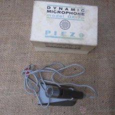 Rádios antigos: MICROFONO DINAMICO JAPONES APROX 1970 - MODELO DX-75 - POCAS SEÑALES DE USO, CON PEANA.. Lote 43808112