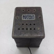 Radios antiguas: TRANSFORMADOR AUTOMÁTICO 125V PARA RADIOS A VÁLVULAS, FUNCIONA. Lote 101680375
