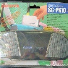 Rádios antigos: AIWA SC-PK10 FUNDARÍGIDACON ALTAVOCES INCORPORADOS PARA WALKMANS AIWA CONEXIÓN 3.5MM. Lote 117837207