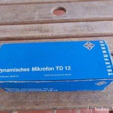 Radios antiguas: MICROFONO TD 12 DE TELEFUNKEN CON SU CAJA DYNAMISCHES MIKROFON WESTERN GERMANY. Lote 140965150