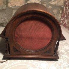 Rádios antigos: ANTIGUO ALTAVOZ DE MADERA PARA RADIO O TOCADISCOS DE LOS AÑOS 30-40 CON BONITO DISEÑO. Lote 219547050