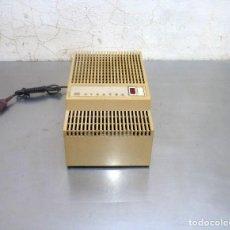 Radios antiguas: ANTIGUO TRANSFORMADOR DE LA MARCA DYNATRA.DE 100 A 220 V Y VICEVERSA.FUNCIONA.. Lote 275719168