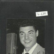 Radios antiguas: LOCUTORES DE RADIO CON AUTOGRAFO IMPRESO-OBSEQUIO DE LA UNION DE RADIOYENTES-APROX 7X11CM.-(V-639). Lote 43362514