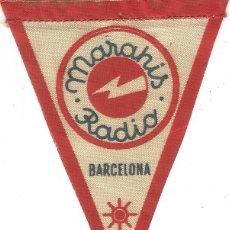 Radios antiguas: ANTIGUO BANDERIN AÑOS 50 PUBLICIDAD MARAHIS RADIO BARCELONA TELA 10 X 7,5 CM RARO. Lote 50475053