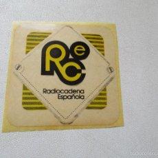 Radios antiguas: PEQGATINA DE: RCE.- RADIOCADENA ESPAÑOLA-8.3 X 8.3 CM- SIN USAR. Lote 60067795