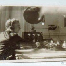Radios antiguas: FOTOGRAFIA DE RADIO TELEFUNKEN, TELEFONO, AÑO 1925, MIDE 6,3 X 4,1 CMS.. Lote 76062539