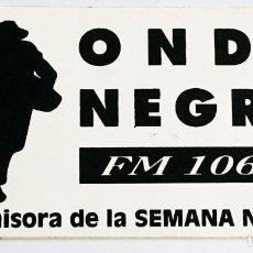 Radios antiguas: ANTIGUA PEGATINA RADIO ONDA NEGRA ( LA EMISORA DE LA SEMANA NEGRA ) - GIJÓN ASTURIAS ÚNICO EN TC. Lote 95837759