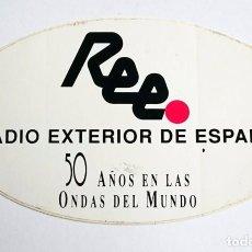Radios antiguas: PEGATINA RADIO EXTERIOR DE ESPAÑA 50 AÑOS EN LAS ONDAS DEL MUNDO. Lote 96800983