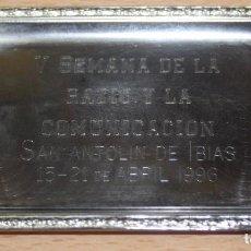 Radios antiguas: BANDEJA DE METAL - V SEMANA DE LA RADIO Y LA COMUNICACIÓN SAN ANTOLÍN DE IBIAS 1996. Lote 103203083
