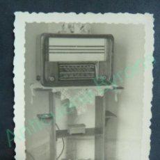 Radios antiguas: FOTOGRAFÍA ORIGINAL. RADIO ANTIGUA. (8 X 6 CM). Lote 113057415