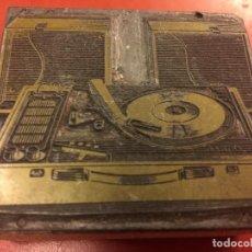 Radios antiguas: RARO CLIXÉ O TAMPON DE IMPRENTA AÑOS 60 PARA PUBLICIDAD DE TOCADISCOS. IDEAL PARA COLECCIONISTAS.... Lote 142959206