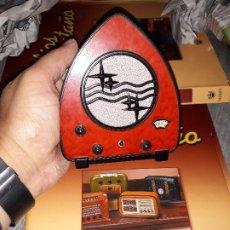 Radios antiguas: RADIO DE LA COLECCIÓN RADIOS DE ANTAÑO CON EL SU FASCICULO Nº 31, PHILIPS 930A-1931. Lote 180085452