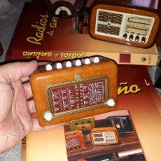 Radios antiguas: RADIO DE LA COLECCIÓN RADIOS DE ANTAÑO CON EL SU FASCICULO Nº 26, SUPERGIOIELLO-1952. Lote 180087457