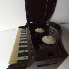 Radios antiguas: PIANO RADIO PARA RECAMBIOS. Lote 244626910