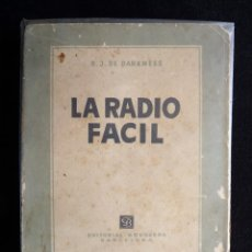 Radios antiguas: LA RADIO FÁCIL. R.J. DE DARKNESS. TÉCNICA AL DÍA. 1ª ED. BRUGUERA, 1954. Lote 255948385