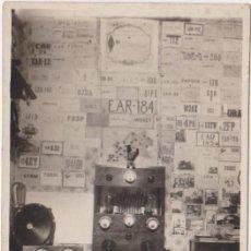 Radios antiguas: TARJETA POSTAL FOTOGRAFICA EMISORAS DE RADIOAFICIONADO 1930. Lote 26855040