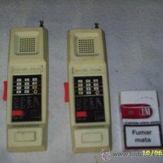 Radios antiguas: PAREJA DE WALKIE TALKIE U.K DESING REGISTRATION Nº 1029574 - SE ENCIENDEN PERO NO SE SI FUNCIONAN. Lote 28208247