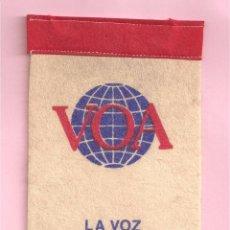 Radios antiguas: RADIO VOA BANDERIN COLECCION RADIO ESTADOS UNIDOS DE AMERICA. Lote 84539992