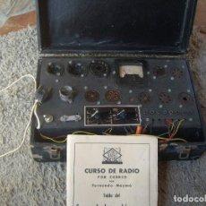 Radios antiguas: COMPROBADOR DE LAMPARAS ORIGINAL DE LA EPOCA-INCLUYE LIBRO CON LAS TABLAS DE COMPROBACION. Lote 88110956