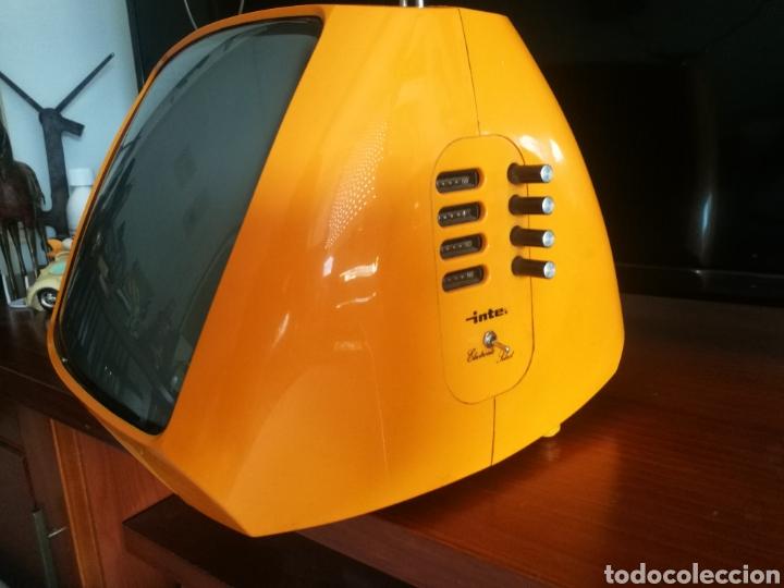 Radios antiguas: Precioso televisor portátil INTER 1970 - Foto 8 - 124215983