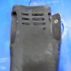 Radios antiguas: FUNDA DE PIEL PARA WALKIE TALKIE . Lote 136373078