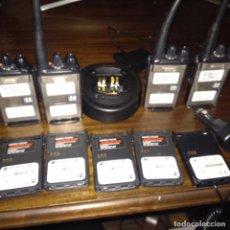 Radios antiguas: LOTE 4 X RADIOS WALKIE TALKIE MOTOROLA GP344 UHF 4 BATERÍAS + CARGADOR+BATERÍA MECHERO FUNCIONAN. Lote 156735110