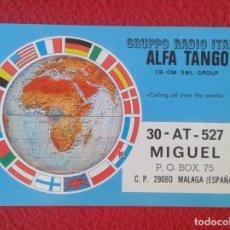 Radios antiguas: POSTAL POST CARD QSL RADIOAFICIONADOS RADIO AMATEUR MAPA MUNDI BANDERAS...ALFA TANGO ITALIA MAP VER . Lote 173634479