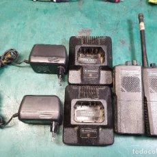 Radios antiguas: 2 WALKIE TALKIES MOTOROLA. Lote 187463781
