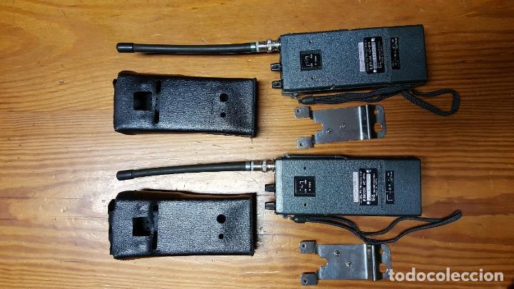 Radios antiguas: EXCELENTE Y RARA PAREJA DE WALKIE TALKIE ICOM IC-2N EN SUS FUNDAS. FUNCIONAN. LEER DESCRIPCIÓN. - Foto 3 - 188509236