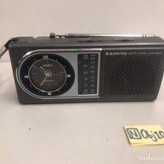Radios antiguas: ANTIGUA RADIO RELOJ SANYO. Lote 189594653
