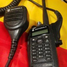 Rádios antigos: WALKIE-TALKIE. MOTOROLA. NO TIENE CARGADOR. CASI NUEVO. Lote 195670463