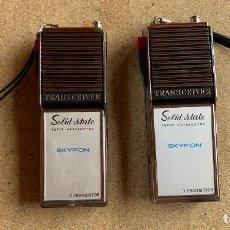 Radios antiguas: DOS RADIOTRANSMISORES . WAKIE - TALKIE .TRANSCEIVER . SOLID STATE . SKYFON .. Lote 203561360