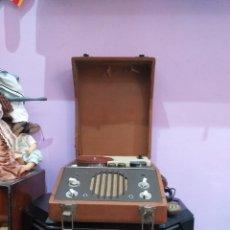 Radios antiguas: ANTIGUO MAGNETÓFONO PORTÁTIL CON ALTAVOCES - VER FOTOS. Lote 206989832