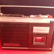 Radios antiguas: ANTIGUO RADIO SANYO AM-FM CASSET AUTO STOP SYSTEM -RECORD LE FALTA LA TAPA DE LAS PILAS Y NO PROBADO. Lote 210659980