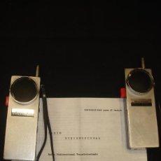 Radios antiguas: ORIGINAL PAREJA VINTAGE WALKIE-TALKIE SR-K22X STANDARD RADIO CORP. JAPAN. C1965.. Lote 230341405