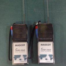 Radios antiguas: 2 WALKIE TALKIES SOLID STATE SUPER HETERODYNE MASCOT, FUNCIONANDO. Lote 233666370