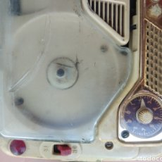 Radios antiguas: ANTIGUO MAGNETÓFON CON RADIO CON 4-5 CINTAS GRABADAS. Lote 261925160