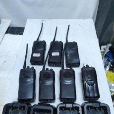 Radios antiguas: LOTE 7 WALKY TALKY EMISORAS Y 4 CARGADORES KENWOOD TK-3101 Y KSC-31, USADOS SIN COMPROBAR. Lote 273314698