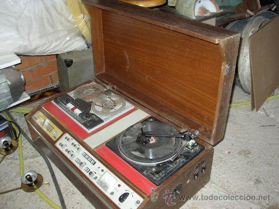 ANTIGUO APARATO COMPUESTO POR RADIO, TOCADISCOS Y MAGNETOFONO. TODO ELLO EN UN MUEBLE. (Radios, Gramófonos, Grabadoras y Otros - Fonógrafos y Grabadoras de Válvulas)